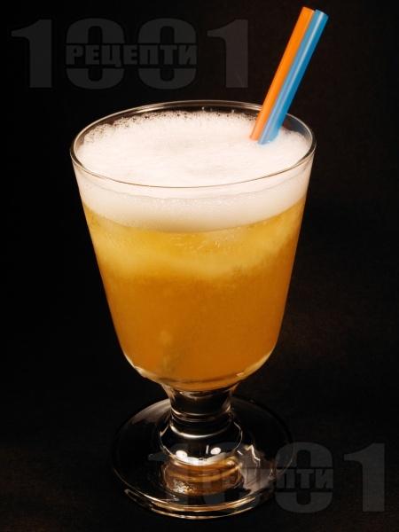 Коктейл Гърмяща змия с уиски, мастика (перно) и лимонов сок - снимка на рецептата